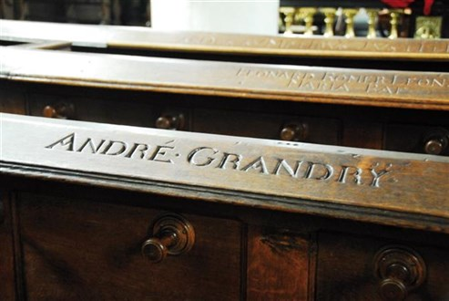 Kirchenbank Grand Ry
