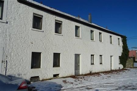 Zwei Immobilien zum Preis von Einem! Zu sanierendes Bauernhaus und Stallung in direkter Grenzlage zum Aachener Südviertel. - 4730 Hauset, Belgien