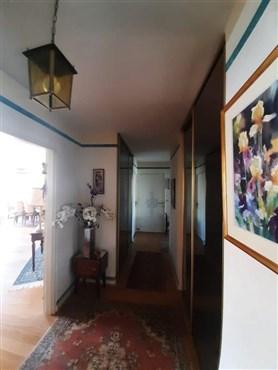Schicke Wohnung mit Terrasse und Garage  in elegantem Wohnort im Einzugsbereich von Paris - Versailles.