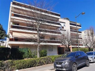 Schicke Wohnung mit Terrasse und Garage  in elegantem Wohnort im Einzugsbereich von Paris - Versailles. - 78150 Le Chesnay, Frankreich