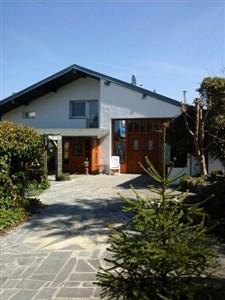 Großes 3 Fassaden Wohnhaus mit Wintergärten - 4782 Schoenberg, Belgien