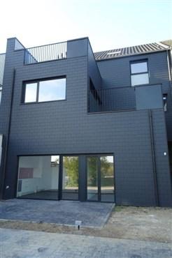 Gleichsam barrierefreie und altersgerechte Wohnung in hellem Ambiente in zentraler Lage .