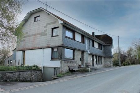 WOHNHAUS UND 2 WOHNUNGEN IM DORFKERN VON SCHOPPEN - 4770 Amblève, Belgien