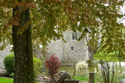 Märchenhaftes Wohnerlebnis in einem Reihenmittelhaus  mit Blick auf Schloss Libermé