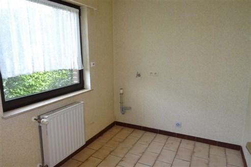 Gepflegtes Einfamilienhaus in unmittelbarer Grenzlage B/D in ruhigem Wohnviertel.