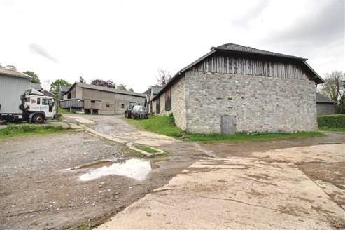 Bauernhof mit Stall und Nebengebäuden - RAEREN