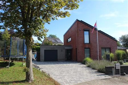Energieeffizientes, modernes Wohnhaus mit Außenanlage für Sonnenfreunde