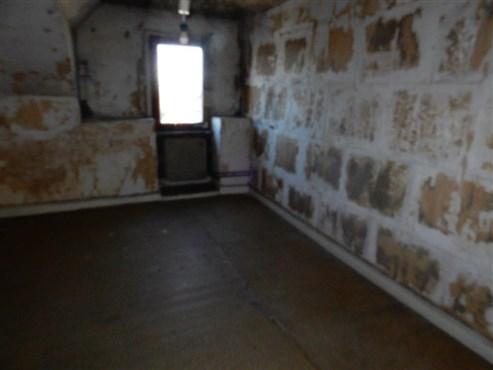 Charakter-Mittelhaus mit alten Bauelementen und räumlicher Ausdehnung verbunden mit einer optimalen, verkehrstechnischen Lage