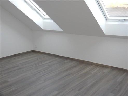 Starten Sie hier und jetzt ihr neues luxuriöses Wohnerlaubnis in dieser Duplex-Neubauwohnung.