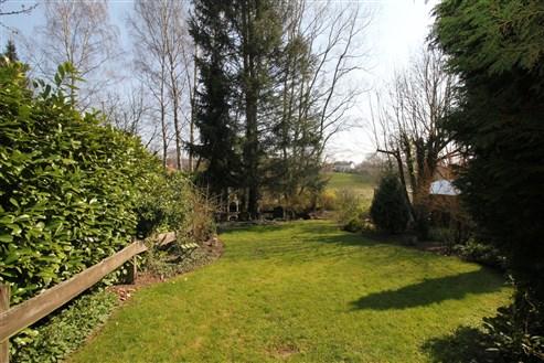 Grenznahes Reihenhaus mit großem Garten