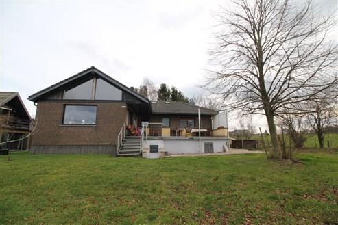 Gut gelegenes Wohnhaus mit Einliegerwohnung