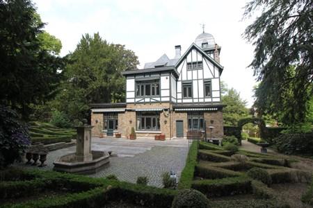 Herrenhaus in Heusy in einem sonnigen Park. - 4802 Heusy, Belgien