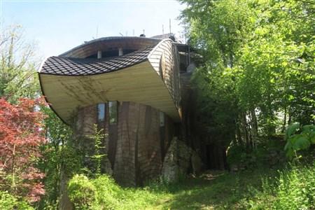 Extravagantes Unikat in Form eines teilfertigen Rohbaus eines namhaften klassisch-organischen Architekten über den Dächern der Weserstadt Eupen. - 4700 Eupen, Belgien