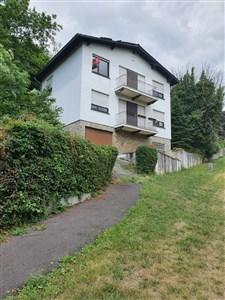 Einfamilienhaus in Hanglage und ruhiger Sackgasse mit viel Potenzial. - 4700 Eupen, Belgien