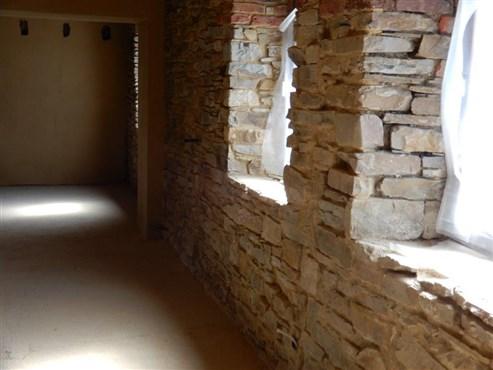 Ob als Wohnhaus im Grünen oder Wochenendwohnungen für Touristen – ökologische begonnener Umbau eines EFH mit zahlreichen Möglichkeiten.