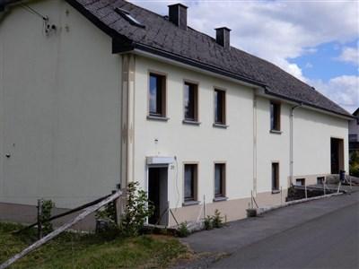 Ob als Wohnhaus im Grünen oder Wochenendwohnungen für Touristen – ökologische begonnener Umbau eines EFH mit zahlreichen Möglichkeiten. - 4782 Schoenberg, België