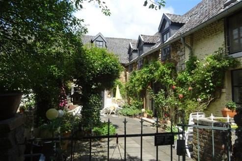 Sie suchen ein Wohnflair wie in der Provence in Frankreich? Liebenswertes Bauernhaus aus dem 18. Jahrhundert mit enormem Potenzial im Grenzgebiet B/D/NL.