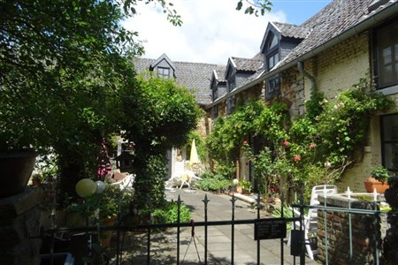 JETZT ZUGREIFEN ! Sie suchen ein Wohnflair wie in der Provence in Frankreich? Liebenswertes Bauernhaus aus dem 18. Jahrhundert mit enormem Potenzial im Grenzgebiet B/D/NL. - 4728 Hergenrath, Belgien