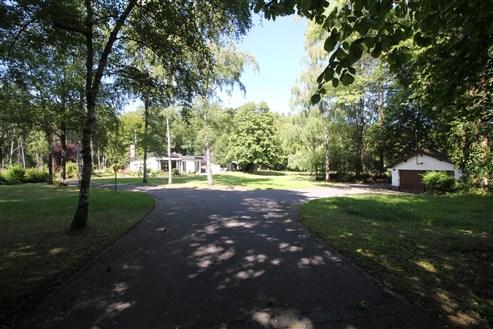 Bungalow auf parkähnlichem Grundstück  nahe der Grenze zu D