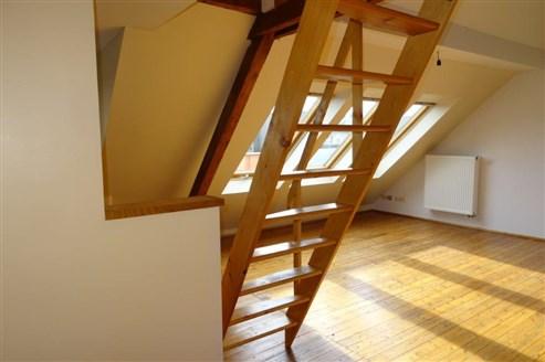 Stylische, gut  isolierte Dachgeschosswohnung mit Empore in zentraler Lage