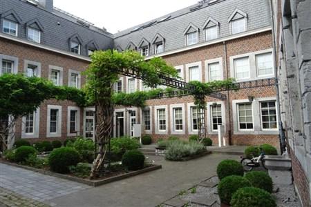 Tolle Starterwohnung und/oder interessante Kapitalanlage mit charmantem Innenhof und Garage im Eupener Zentrum. - 4700 Eupen, Belgien