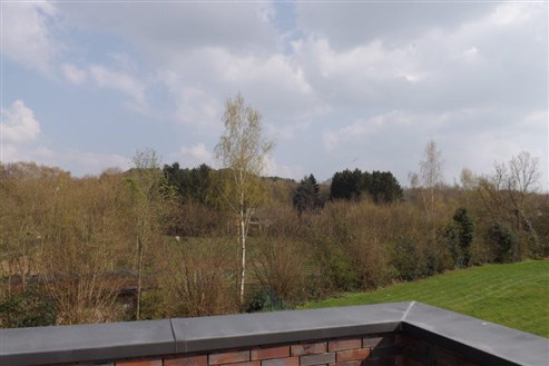 Exklusive Penthousewohnung in Neubauqualität mit großer Sonnenterrasse und Innenstellplatz in Grenzlage