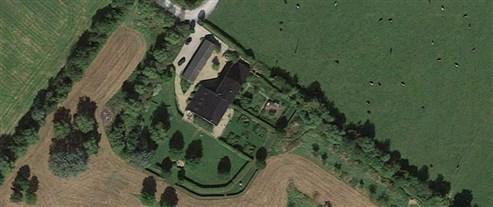 Geschmackvoll renoviertes Bauernhaus sucht Einzelperson oder Liebhaberpaar zum harmonischen Leben inmitten grüner Natur.