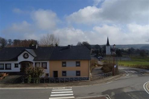 Verwirklichen Sie hier Ihre Träume- gleich privater oder geschäftlicher Natur in dieser perfekt, grenznah zu Luxembourg situierten Immobilie zu sanieren.