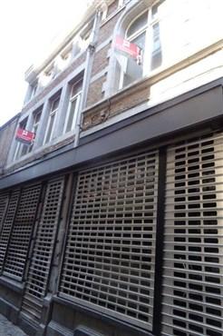 """NEUER PREIS !! Zentral liegendes Café im belebten Viertel"""" Carré"""" in Lüttich, frei von Brauereiverpflichtungen. Vielseitige Möglichkeiten und genehmigter Ausbau."""