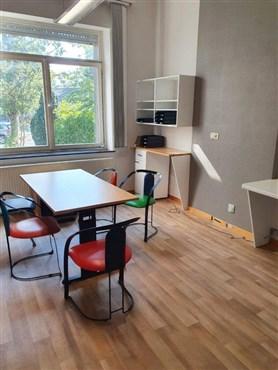 Frisch renovierte Büro-Geschäftsflächen mit Parkplätzen in zentraler und grenznaher Lage (B/NL/D).