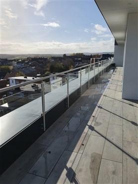 Gleichermaßen einzigartiges und luxuriöses Penthouse mit traumhafter Terrasse und atemberaubendem Ausblick  in bester verkehrstechnischer Lage ( B-NL-D)