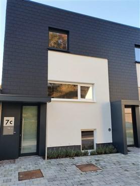 Zeitgenössisches Wohnen für die ganze Familie in perfekter Lage : Zentrums -und Naturnah. ! Musterhausbeendigung mit Einbauküche und Malerarbeiten !