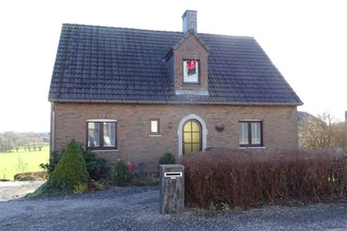 Geräumiges Einfamilienhaus in Grenzlage mit traumhaftem, unverbaubarem Weitblick am Tor zum Herver Land.