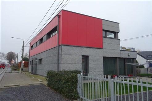 Luxuriöse Duplex-Wohnung mit großflächiger Sonnenterrasse und Garage im Nachbardorf zu Eupen inmitten herrlich grüner Landschaft.