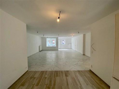 Sie suchen das Außergewöhnliche - ehemalige Bank mit Tresorraum bietet Ihnen einen 100% Sicherheit und Wohlfühlaspekt als renovierte Erdgeschosswohnung mit Garage, Garten und neuer hochwertiger Einbauküche