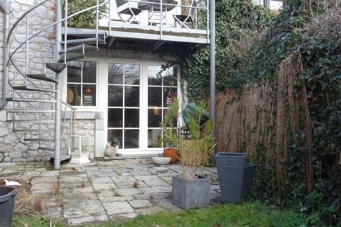 Modernes Wohnen inmitten herrlicher Natur in verkehrstechnisch guter Lage.