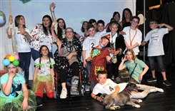 Ostbelgien - Kinder-Theaterwerkstatt der Kreativen Werkstatt Mürringen-Büllingen: Das Apfelkomp(l)ott - Schulvorstellung